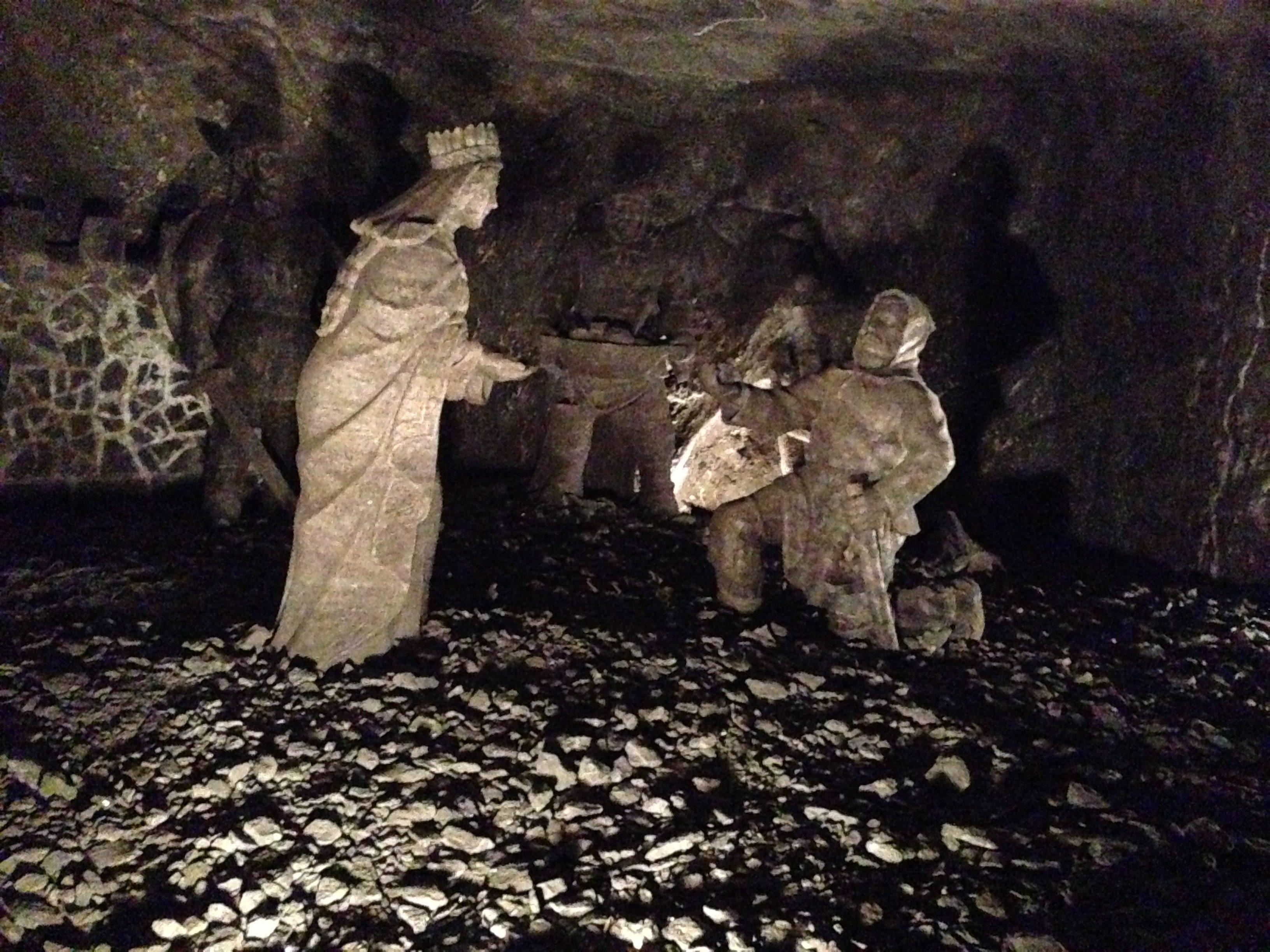 The miners returning the ring to Princess Kinga