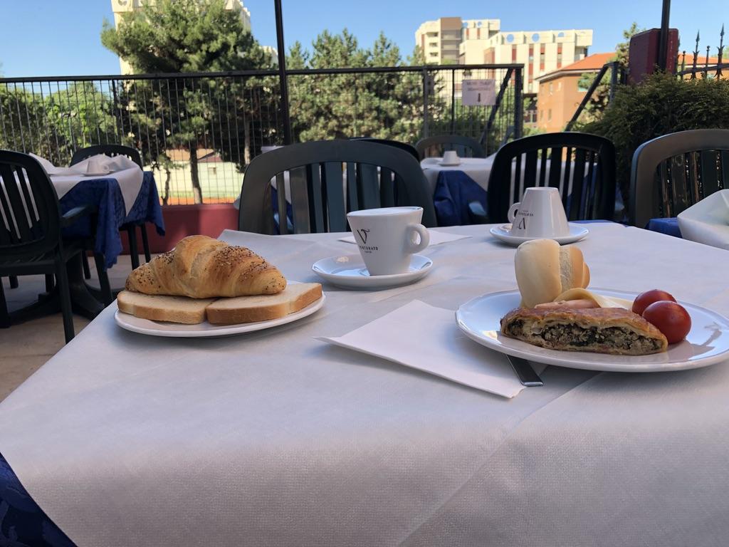 Hotel Martini Verona outdoor breakfast